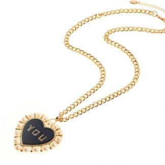 Lange ketting met hartvormige hanger met parels en het woord YOU gemaakt van steentjes.
