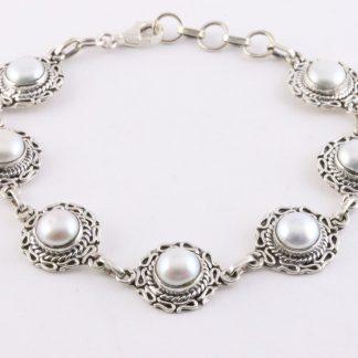 Bewerkte zilveren schakelarmband met grijze zoetwater parels