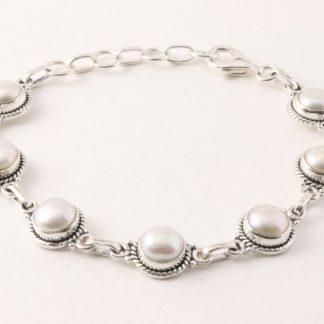 Fijn bewerkte zilveren schakelarmband met zoetwater parels